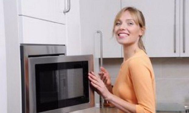 Αυτό είναι το μυστικό για να καθαρίσετε στο πι και φι το φούρνο μικροκυμάτων!