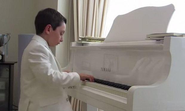 Απίστευτο: Αυτός είναι ο 11χρονος που πήρε Πτυχίο Πανεπιστημίου! (βίντεο)