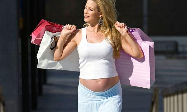 5718512538af Αυτά είναι τα ρούχα που πρέπει να επιλέξετε αν είστε έγκυος ...