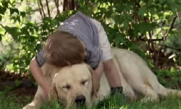 Αυτό το αγόρι και ο σκύλος του έχουν έναν ισχυρό δεσμό. Δείτε γιατί! (βίντεο)