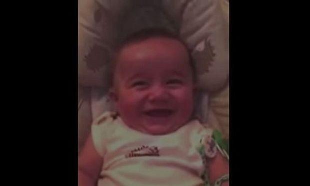 Θα σας φτιάξει τη μέρα! Το πιο όμορφο και αστείο γέλιο μωρού σε όλο τον κόσμο! (βίντεο)