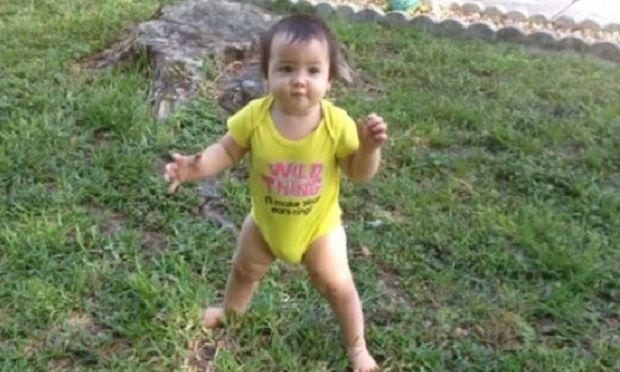 Μοναδικό: Μπαμπάς τραβάει σε κάμερα τα πρώτα βηματάκια της κόρης του (βίντεο)