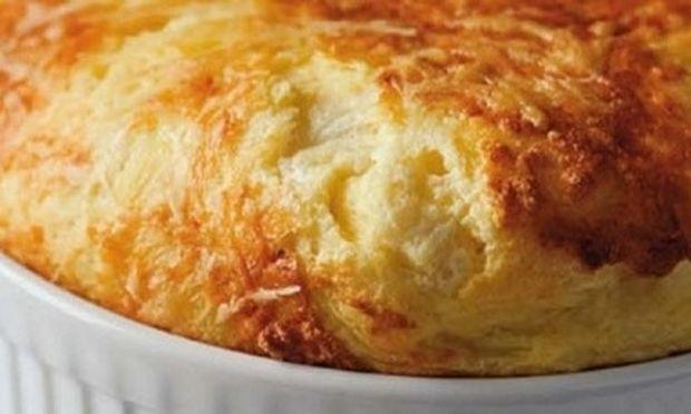 Συνταγή για το πιο νόστιμο κι εύκολο σουφλέ τυριών!