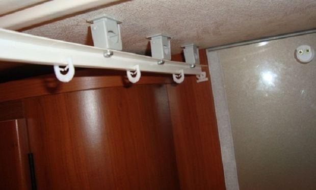 Έτσι θα εξαφανιστούν οι λεκέδες στον τοίχο και στο ταβάνι του μπάνιου!