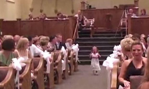 Κανείς δεν περίμενε 17 παιδιά να κάνουν κάτι τέτοιο στους γάμους! (βίντεο)