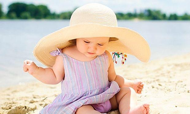 Η πρώτη φορά του μωρού στην παραλία. Όλα όσα πρέπει να γνωρίζετε από την ψυχολόγο Αλεξάνδρα Καππάτου