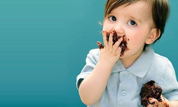 Ουπς! Λερώθηκα με παγωτό σοκολάτα. Τι να κάνω;