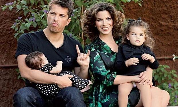 Xάρης Βαρθακούρης: Η φωτογραφία με τις κόρες του λίγο μετά τη βάφτιση του ανιψιού του! (εικόνα)