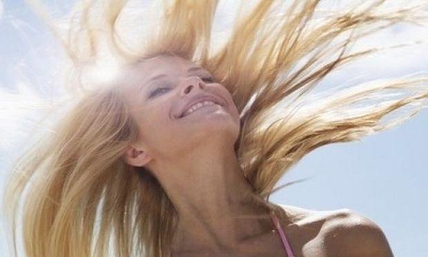 Αυτή η σπιτική μάσκα για τα μαλλιά θα τα προστατέψει από τον ήλιο και το αλάτι!