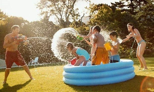 «Παιδιά φέτος θα πάμε διακοπές στο…. σπίτι!»