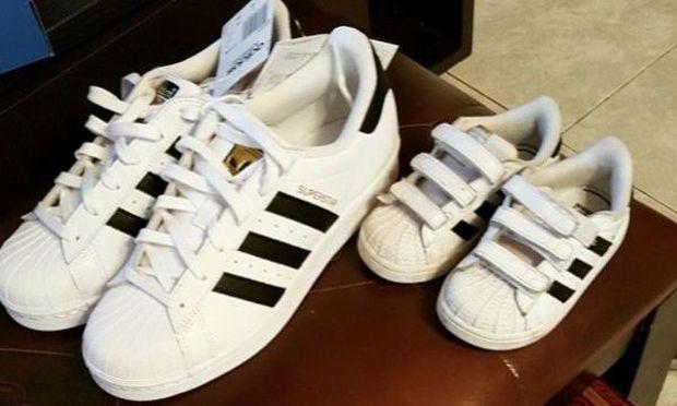 Πόσο ωραίο! Γνωστή Ελληνίδα φοράει τα ίδια παπούτσια με το γιο της! (εικόνα)