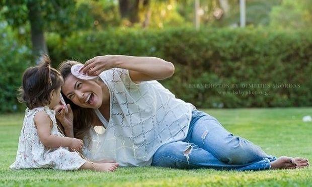 Τρυφερό! Δείτε πώς κοιμάται η Δέσποινα Καμπούρη με την κόρη της (εικόνα)