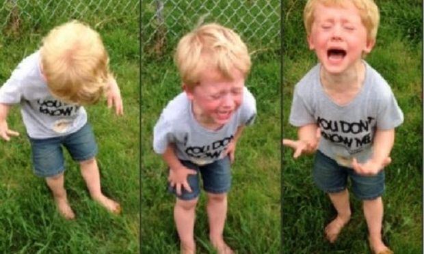 Απίστευτο: Δείτε για ποιο λόγο αυτό το παιδάκι ουρλιάζει! Δεν πάει ο νους σας… (βίντεο)