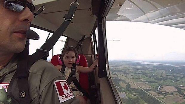 Επικίνδυνες αποστολές για μπαμπά και κόρη! Δείτε για ποιο λόγο (βίντεο)