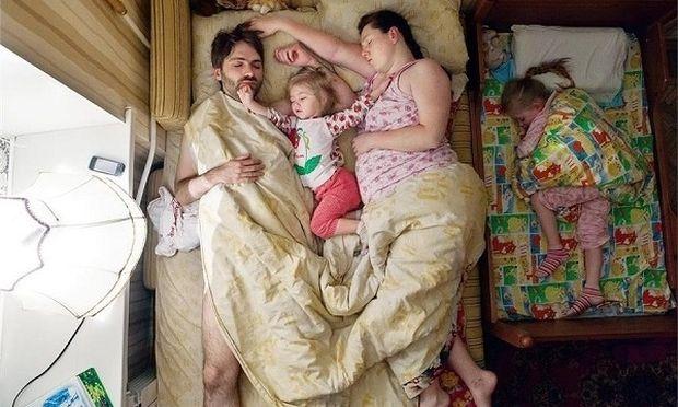 Έτσι κοιμούνται οι έγκυες! Σας θυμίζει κάτι; (εικόνες)