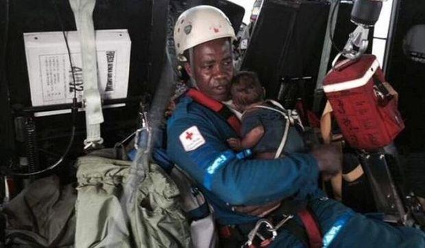 Συγκλονιστικό: Μητέρα και νεογέννητο επέζησαν μετά την συντριβή αεροπλάνου (εικόνες)