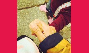 Μεσημεριανή βόλτα με την κόρη της απόλαυσε η ... (εικόνα)