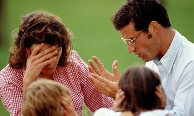 Οικονομική κρίση: Πώς μπορεί να επηρεάσει τη σχέση του ζευγαριού και τη σχέση γονιών-παιδιού!