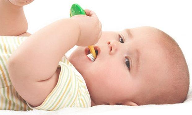 Έτσι θα φροντίσετε τα πρώτα δοντάκια του μωρού σας!