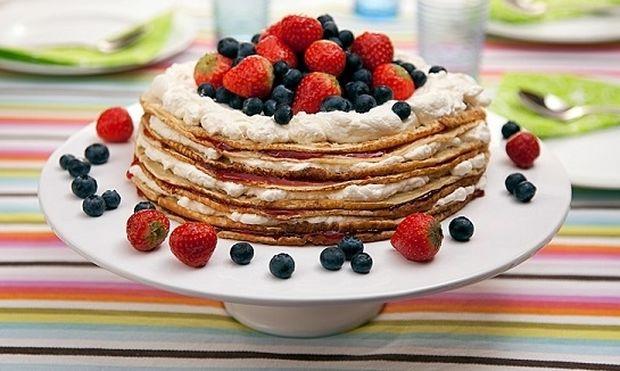 Συνταγή για το πιο εντυπωσιακό γλυκό του ψυγείου με... pancakes!