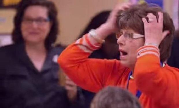 Συγκινητικό! Δείτε τι έκπληξη επιφύλασσαν οι μαθητές αυτής της δασκάλας, για να γιορτάσουν τη συνταξιοδότησή της! (βίντεο)