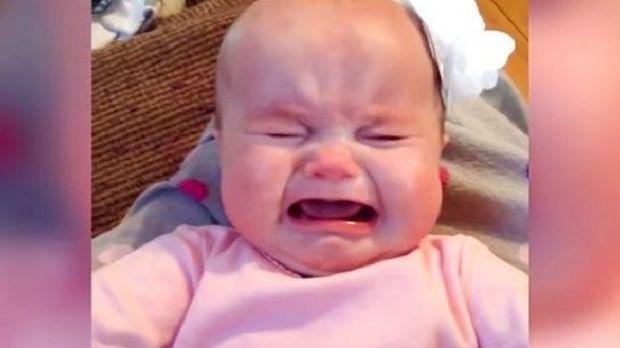 Δείτε τι έκανε αυτό το μωρό να σταματήσει το κλάμα! (εικόνα)
