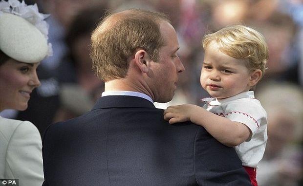 Ο πρίγκιπας Τζορτζ έχει γενέθλια! Δείτε ένα πλούσιο φωτογραφικό υλικό από την ώρα που γεννήθηκε!