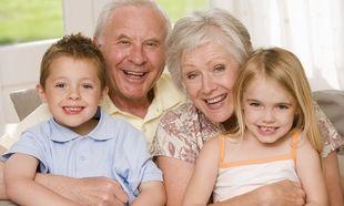 Η παρουσία των παππούδων διασφαλίζει την ψυχική υγεία των παιδιών