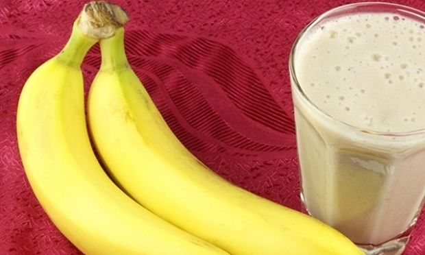 Συνταγή για το πιο θρεπτικό μιλκ σέικ μπανάνα με δύο υλικά!