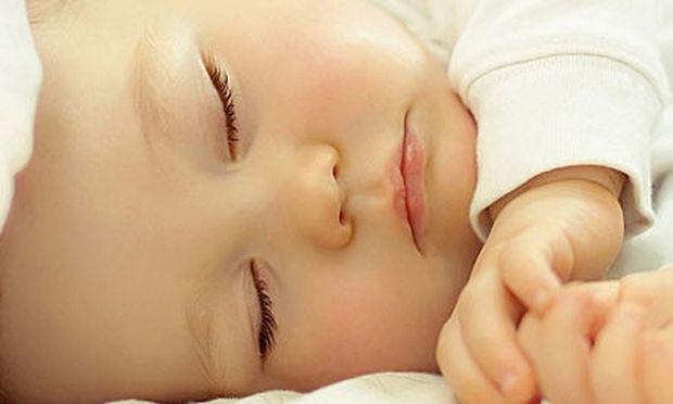 Ύπνος: Πόσες ώρες πρέπει να κοιμάται ένα μωρό από 0-36 μηνών;