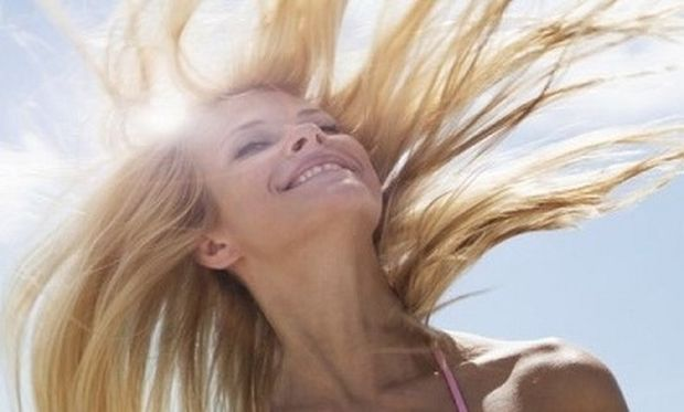 Αφυδατωμένα μαλλιά από τον ήλιο; Δώστε τη ζωντάνια που χρειάζονται με…