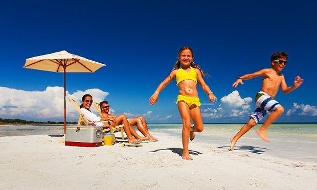 10 φράσεις που λένε όλες οι μαμάδες στα παιδιά τους στην παραλία!