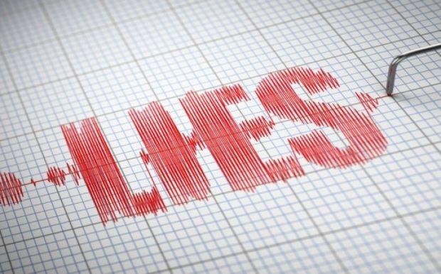 Τα 10 ψέματα που λένε άντρες και γυναίκες στο Facebook (Λίστα)
