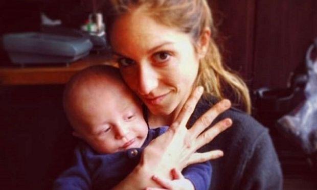 Σοφία Καρβέλα: Παιχνίδια με τον Νινίκο λίγες μέρες αφού ανακοίνωσε τη δεύτερη εγκυμοσύνη της (εικόνες)