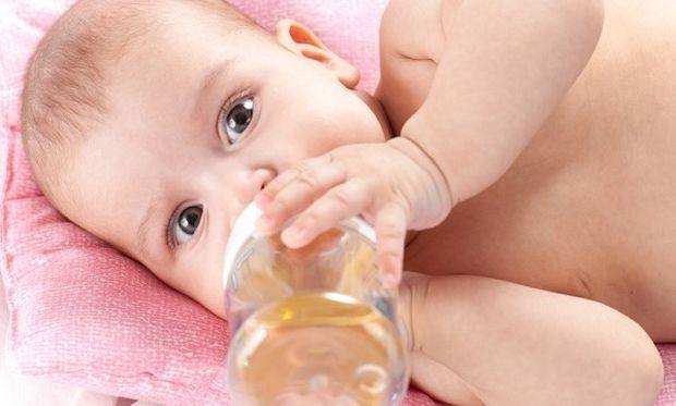 Πότε μπορεί να πιει το μωρό μου νερό;