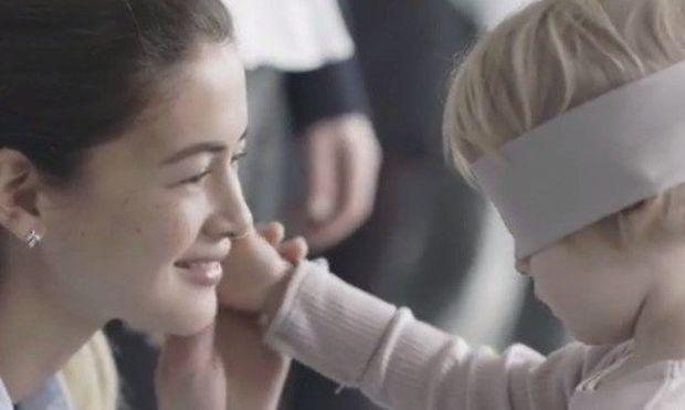 Το συγκινητικό βίντεο που αποδεικνύει τον ακλόνητο δεσμό μεταξύ των μαμάδων και των παιδιών τους!