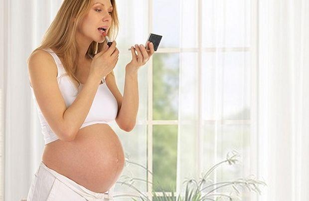 Εγκυμοσύνη και μακιγιάζ: Πόσο ασφαλές είναι;