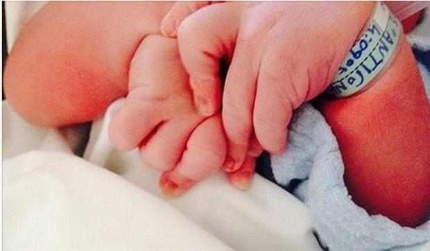 Πασίγνωστος Έλληνας ηθοποιός έγινε πατέρας και μας δείχνει το νεογέννητο μωρό του! (εικόνα)