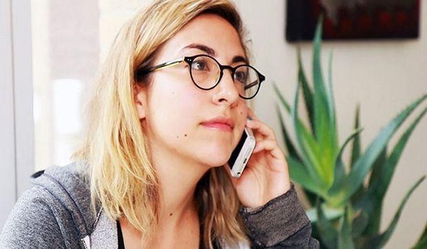 «Πώς νιώθεις όταν σου τηλεφωνεί η μητέρα σου»; Ένα βίντεο που πρέπει να δείτε!