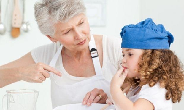 Τι είναι καλύτερο για το παιδί; Να πάει στον παιδικό σταθμό ή να το κρατήσει η γιαγιά του;
