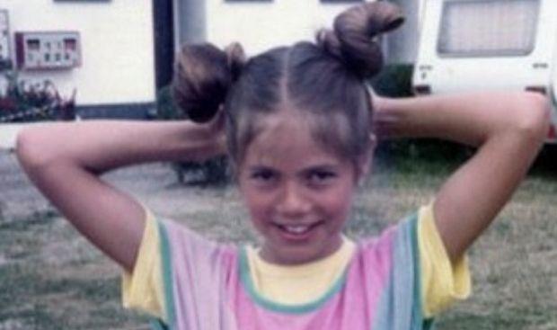 Δεν άλλαξε καθόλου από τότε που ήταν παιδί! Αναγνωρίζετε το κοριτσάκι της φωτογραφίας;