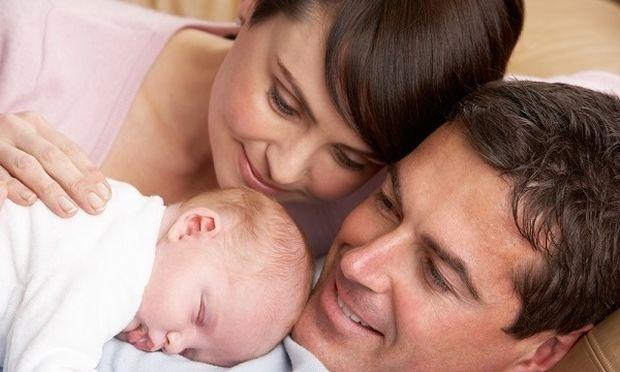 Πρώτη φορά γονείς: Η λίστα που θα σας βοηθήσει να προετοιμαστείτε κατάλληλα