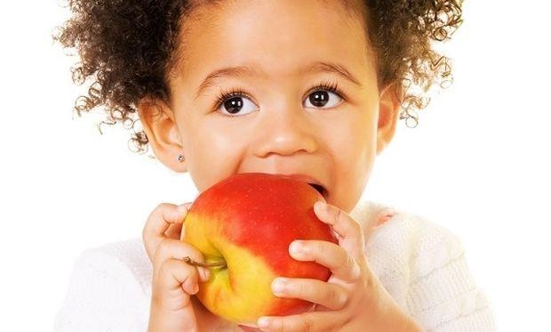 Διατροφή και παιδιά: Αυτές είναι οι σούπερ τροφές που πρέπει να βάλετε στο διατροφολόγιό του