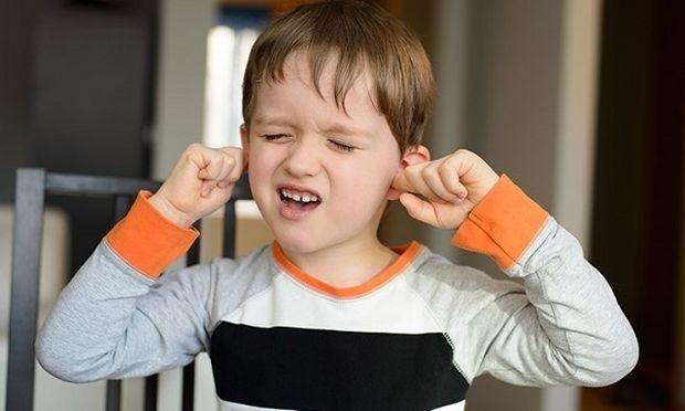 Σύνδρομο Tourette: Τι είναι και πώς μπορούν οι γονείς να το αναγνωρίσουν;