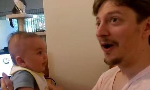 Μπαμπάς λέει στον 3 μηνών γιο του «Σ'αγαπώ». Δείτε την απάντηση του μικρού! (βίντεο)
