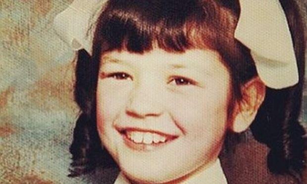 Ούτε που φαντάζεστε ποια διάσημη κούκλα ηθοποιός του Hollywood είναι το κοριτσάκι της φωτογραφίας!