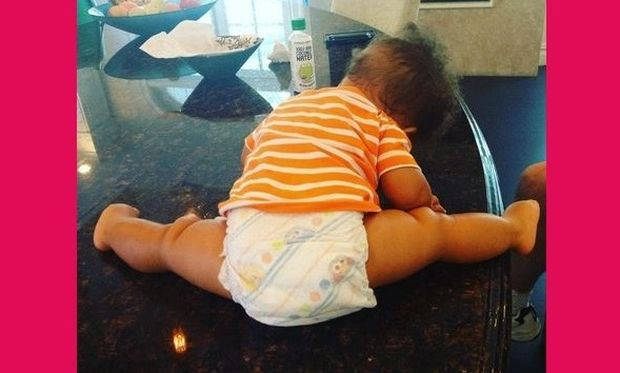 «Baby-yoga time» - Αυτός είναι ο γιος πασίγνωστης τραγουδίστριας! (εικόνα)