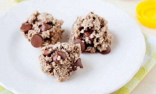 Back to school: Υγιεινά μπισκότα βρώμης με 2 υλικά και κομματάκια σοκολάτας! (εικόνες και βίντεο)