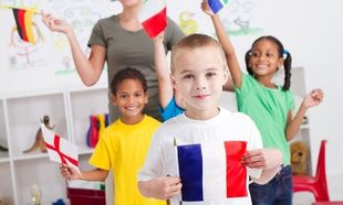 Back to school: Πόσες ξένες γλώσσες μπορεί να μάθει ταυτόχρονα ένα παιδί;