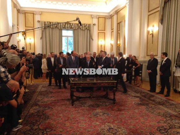 Ορκίστηκαν τα μέλη της νέας κυβέρνησης (φωτογραφίες και βίντεο)